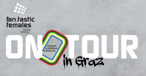 """Fan.Tastic Females Logo auf grauem Betonhintergrund und weiß-schwarzem Schriftzug in der Mitte """"On Tour in Graz"""""""
